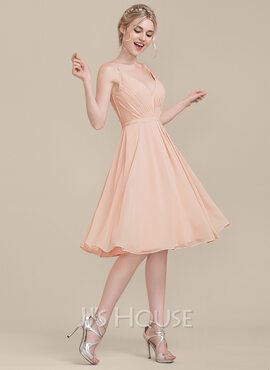 A-Line/Princess V-neck Knee-Length Chiffon Bridesmaid Dress With Ruffle (007123079)