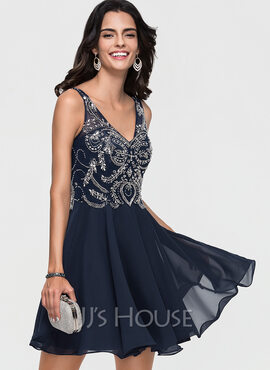 A-Line V-neck Short/Mini Chiffon Homecoming Dress With Beading (022164876)
