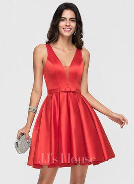 A-Line/Princess V-neck Short/Mini Satin Homecoming Dress With Bow(s) (022164893)