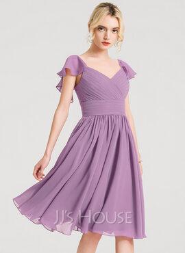 A-Line/Princess V-neck Knee-Length Chiffon Cocktail Dress With Ruffle (016150213)
