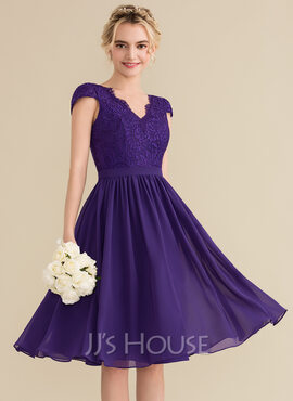 A-Line/Princess V-neck Knee-Length Chiffon Lace Bridesmaid Dress (007144774)