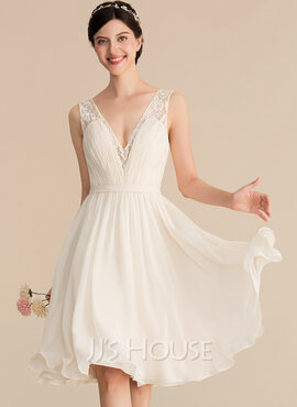 A-Line/Princess V-neck Knee-Length Chiffon Lace Bridesmaid Dress With Ruffle (007165849)