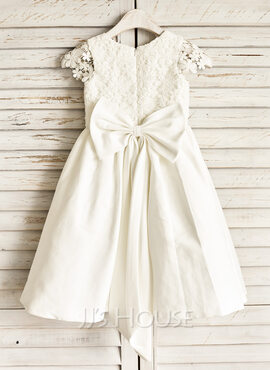 A-Line Knee-length Flower Girl Dress - Satin Sleeveless Scoop Neck With Lace/Bow(s) (010091209)
