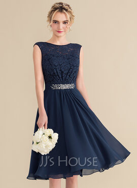 A-Line Scoop Neck Knee-Length Chiffon Lace Homecoming Dress With Beading Sequins Bow(s) (022165790)