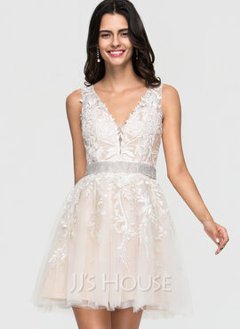 A-Line V-neck Short/Mini Tulle Homecoming Dress With Lace Beading (022164869)