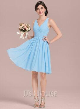 A-Line V-neck Knee-Length Chiffon Homecoming Dress With Ruffle (022165800)