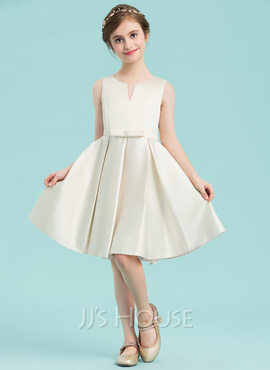 A-Line Scoop Neck Knee-Length Satin Junior Bridesmaid Dress With Bow(s) (009148426)