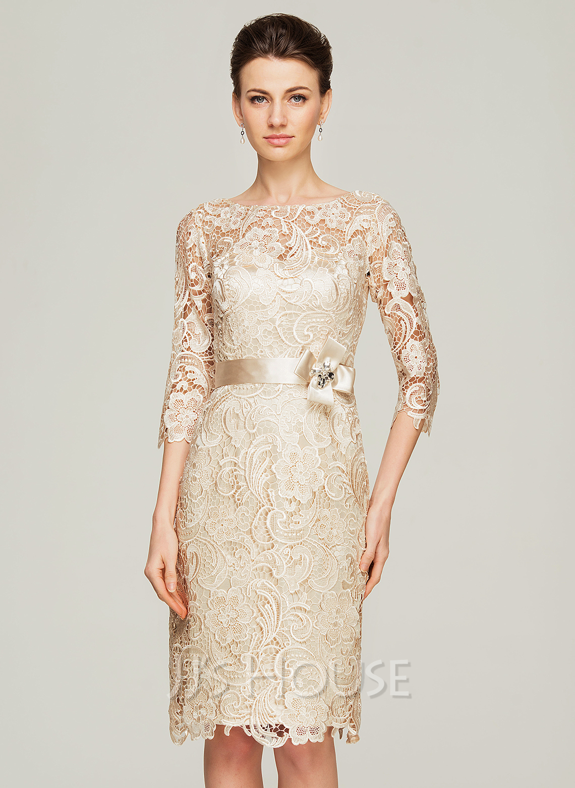 Sheath/Column Scoop Neck Knee-Length Lace Mother of the Bride Dress With Beading Flower(s)