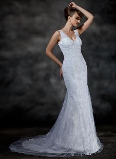 scalloped top wedding dress