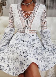 Blomstrete Blonder Trykk A-line kjole V-hals Lange ermer Slengerme Midi Avslappet skater Motekjoler