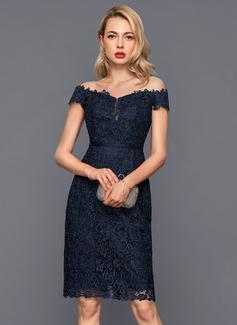Sheath/Column Off-the-Shoulder Knee-Length Lace Cocktail Dress