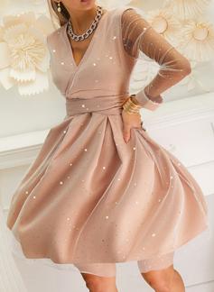 Trykk paljetter A-line kjole V-hals Lange ermer Midi Elegant Party skater Motekjoler