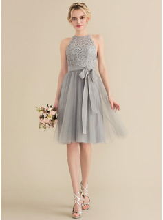 A-Line/Princess Scoop Neck Knee-Length Tulle Lace Bridesmaid Dress With Bow(s)