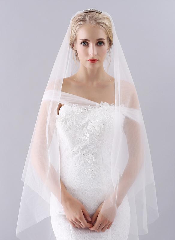 One-tier Cut Edge Waltz Bridal Veils With Rhinestones