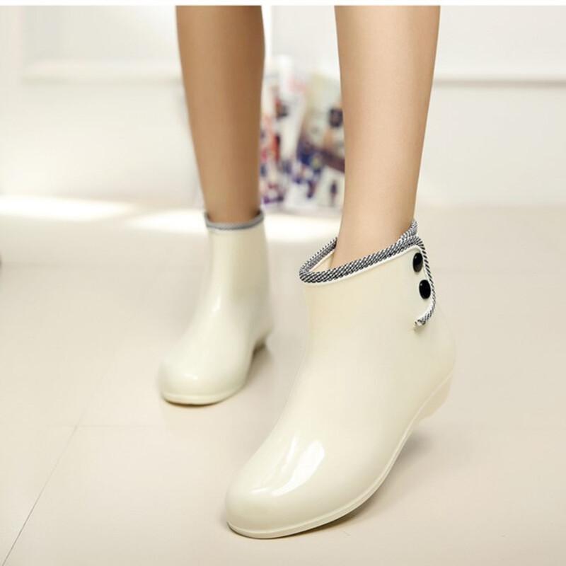 Kvinner PVC Lav Hæl Lukket Tå Støvler Ankelstøvler Gummistøvler med Rivet sko