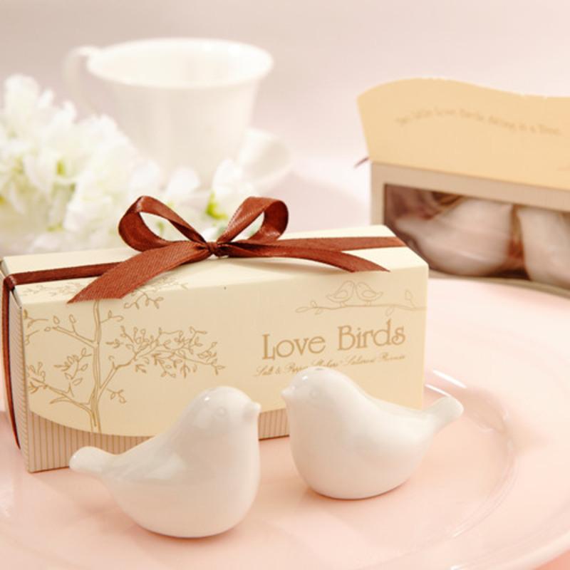 Love Birds Salt and Pepper Shakers Wedding Favor (Set of 2)