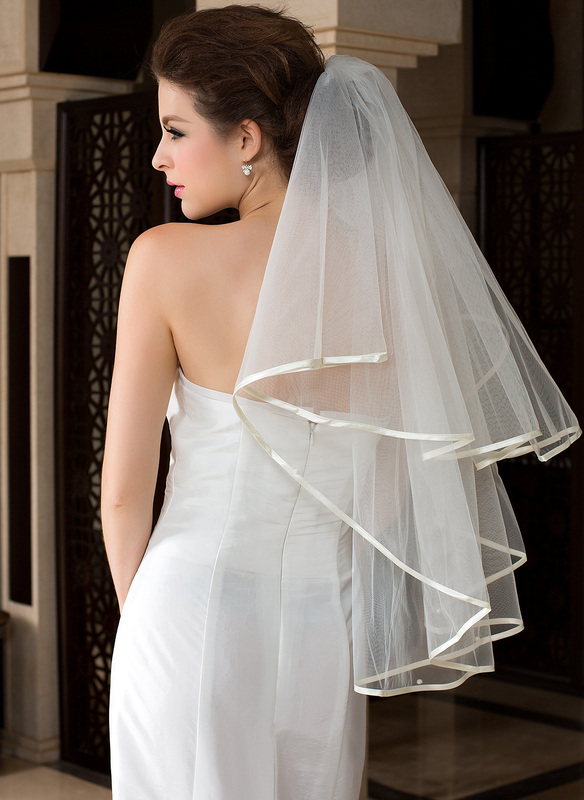 One-tier Waltz Bridal Veils With Ribbon Edge