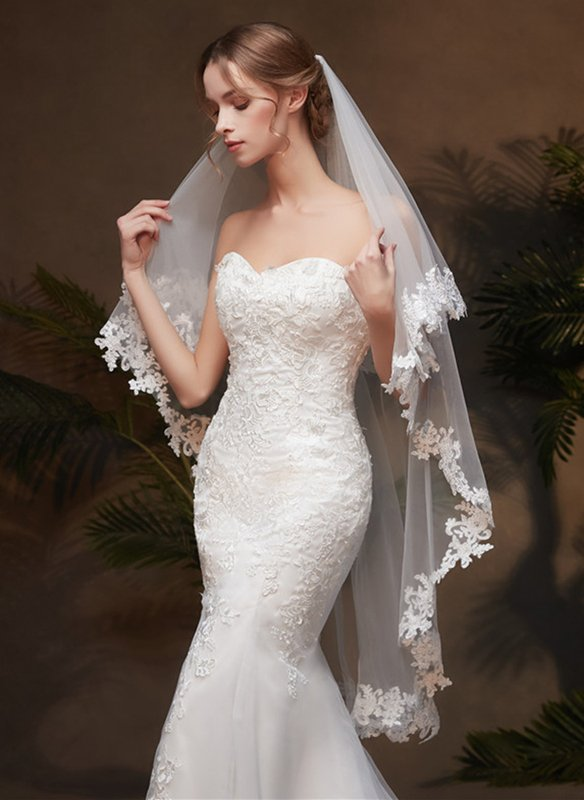 Two-tier Lace Applique Edge Fingertip Bridal Veils With Lace