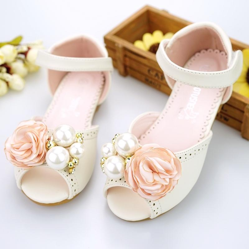 Jentas Titte Tå Microfiber Lær flat Heel Sandaler Flower Girl Shoes med Imitert Perle Velcro Blomst