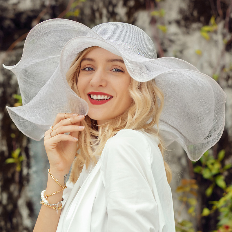 Damene ' Vakkert/Iøynefallende Sengetøy med Rhinestone Diskett Hatt/Strand / Sol Hatter/Kentucky Derby Hatter