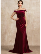 Trumpet/Mermaid Off-the-Shoulder Sweep Train Velvet Mother of the Bride Dress With Ruffle
