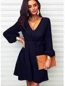 Solid A-line kjole V-hals Lange ermer Midi Avslappet Lille svarte skater Motekjoler