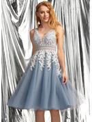 A-Line V-neck Knee-Length Tulle Prom Dresses