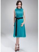 A-Line Scoop Neck Knee-Length Chiffon Maternity Bridesmaid Dress With Ruffle Sash Bow(s)