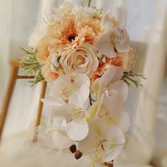Klassisk stil Hånd Bundet Satin/Simulerings Bær/Blonder/Silke blomst/Sengetøy tauet/Kunstige Blomster Brude Buketter/Brudepike Buketter (som selges i et enkelt stykke) - Brude Buketter/Brudepike Buketter