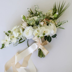 Classic Hand-tied Satin/Emulational Berries/Silk Flower/Artificial Flower Bridal Bouquets/Bridesmaid Bouquets (Sold in a single piece) - Bridal Bouquets/Bridesmaid Bouquets