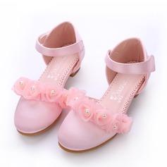 Jentas Lukket Tå Silk Som Satin lav Heel Pumps Flower Girl Shoes med Imitert Perle Velcro Blomst
