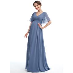 A-line kjole V-hals Gulvlengde Chiffong Brudepikekjole for Gravide med Frynse (045251919)