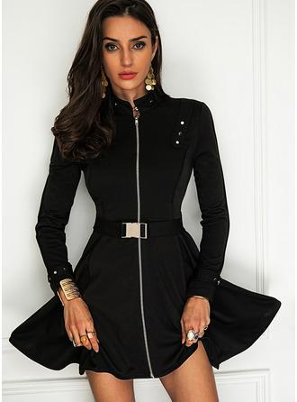 Solid A-line kjole Høyhalser Lange ermer Midi Elegant Lille svarte skater Motekjoler