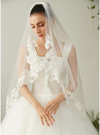 One-tier Lace Applique Edge Fingertip Bridal Veils With Lace