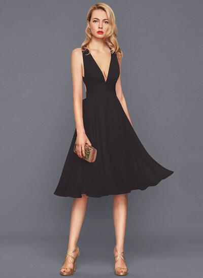 A-Line V-neck Knee-Length Chiffon Cocktail Dress With Ruffle Bow(s)