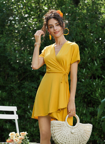 Sheath/Column V-neck Short/Mini Homecoming Dress