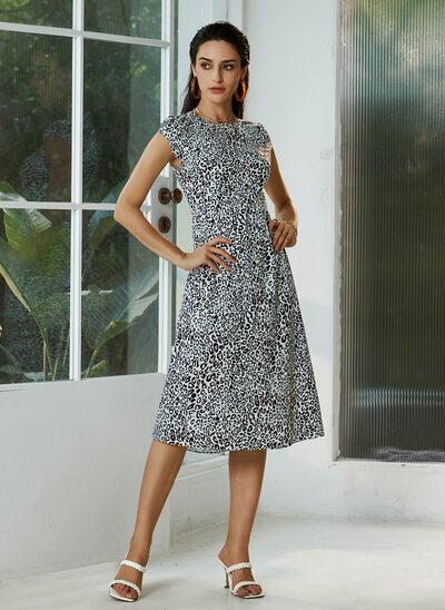 Sheath/Column Knee-Length Cocktail Dress