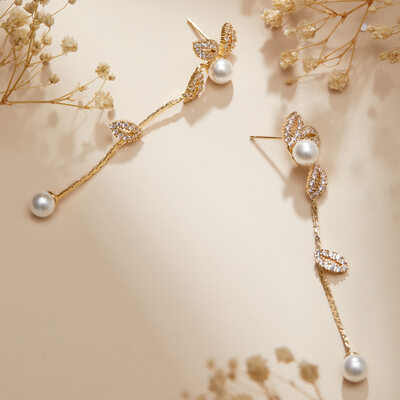 Elegant Alloy/Pearl/Rhinestones Earrings