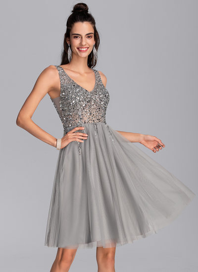 A-Line V-neck Knee-Length Tulle Prom Dresses With Sequins