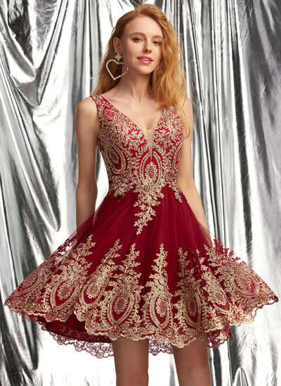 A-Line V-neck Short/Mini Tulle Prom Dresses With Appliques Lace